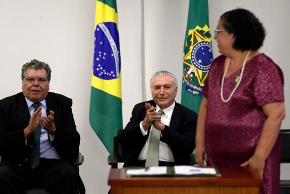 Brasília - O ministro da Meio Ambiente, José Sarney Filho, o presidente Michel Temer e a presidente do Ibama, Suely Araújo, participam de cerimônia de lançamento do Processo de Conversão de Multas Ambientais em Pr