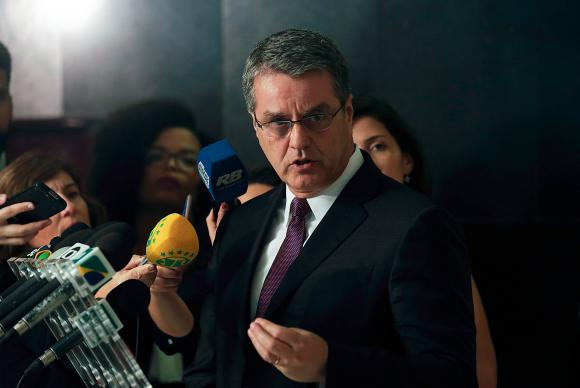 Brasília - O diretor-geral da Organização Mundial do Comércio (OMC), Roberto Azevêdo, fala à imprensa após reunião com o presidente Michel Temer, no Palácio do Planalto (Fabio Rodrigues Pozzebo