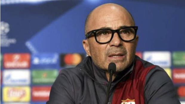 O treinador da seleção ainda optou por convocar dois nomes do Independiente, campeão da Copa Sul-Americana no ano passado: o lateral-direito Fabricio Bustos, de 21 anos, e o meia Maximiliano Meza, de 25