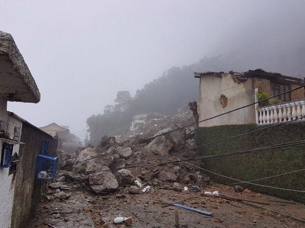 Na última quinta-feira (8), as chuvas já tinham provocado um deslizamento de terra que matou uma criança de 7 anos, no Morro do Queronse, no distrito de Posse
