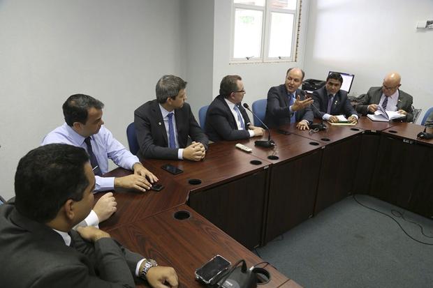Deputado Junior Mochi em reunião com OAB/MS