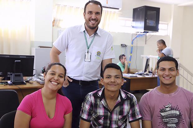 """Para muitos jovens de Naviraí, o curso de agronomia no município também era um antigo sonho, como é o caso da  jovem naviraiense, Nathalia Fabiane Gomes, """"Esperei e torci para que o curso viesse e hoje é um sonho realizado"""