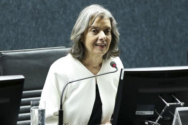 A presidente do Supremo Tribunal Federal e do Conselho Nacional de Justiça, ministra Cármen Lúcia, durante audiência pública para discutir a prestação jurisdicional em ações r