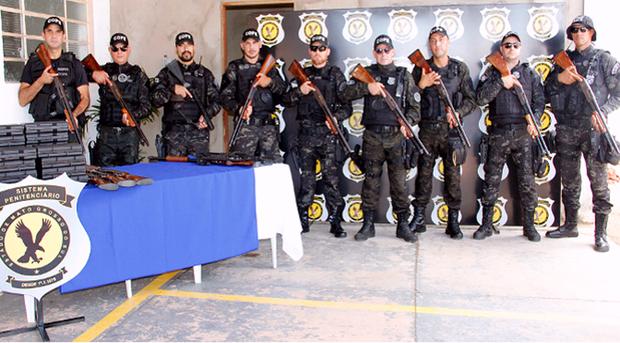 O diretor do Presídio Federal também enfatizou que a entrega do armamento simboliza a união de forças
