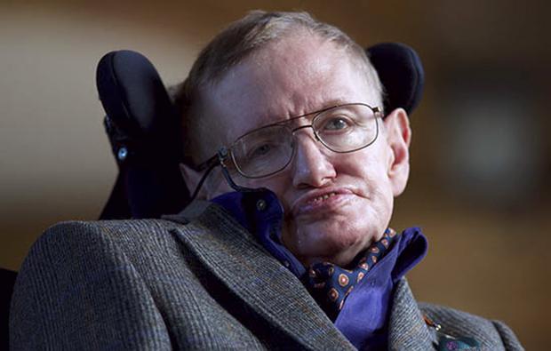 O astrofísico era portador de esclerose lateral amiotrófica, uma doença degenerativa rara, com a qual conviveu por mais de 50 anos