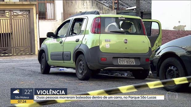 As vítimas foram identificadas como Danilo Siqueira e Alberto Souza Lopes, que estava dormindo no veículo no momento dos tiros