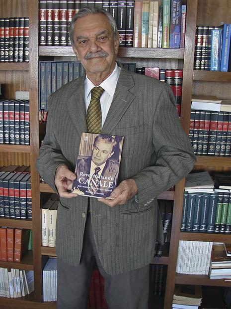 Autor do livro, ex-desembargador Rêmolo Letteriello