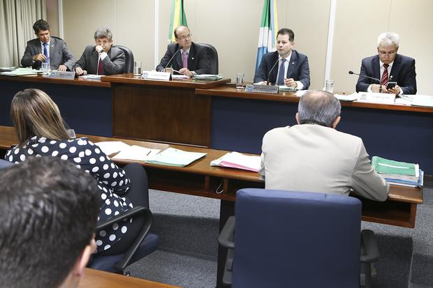 Os deputados aprovaram 12 projetos e mantiveram um veto do Poder Executivo