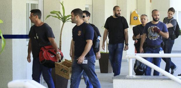 Três policiais haviam sido localizados e presos até a publicação desta matéria