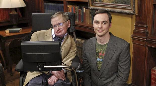 Uma das participações mais recentes foi em 2012, no seriado americano The Big Bang Theory. Hawking conversa com Sheldon Cooper