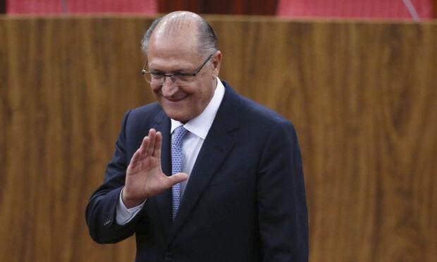 Ainda no debate, ao falar da necessidade de reforma política, ele mencionou a frase do ex-governador Mario Covas, de que o povo erra, mas menos que as elites