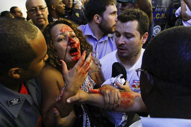 Evandro Almeida, estagiário da Câmara Municipal, conta que estava trabalhando normalmente no início da tarde quando uma bomba explodiu nas imediações do prédio e o tumulto começou