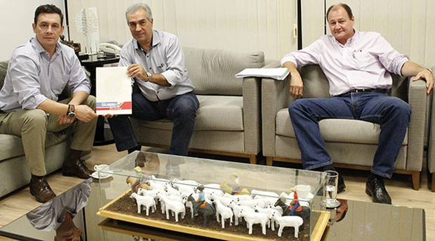 A reunião, no gabinete do governador, contou também com a participação do secretário de Estado de Infraestrutura, Marcelo Miglioli