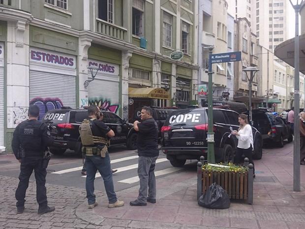 O nome dos policiais e a quantidade de objetos apreendidos na ação não foram informados até o momento