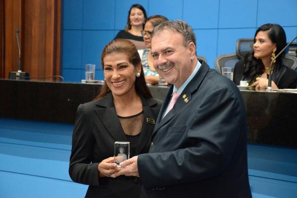 O Deputado homenageou a Cerimonialista Severina Silva, em comemoração ao Dia da Mulher