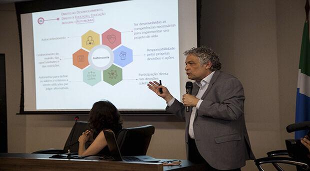 Para o superintendente de Políticas para a Educação, Hélio Queiroz Daher, o seminário é um momento de esclarecimento do trabalho que vem a seguir