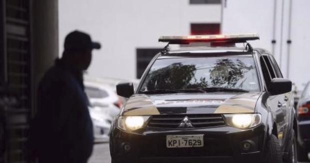 Estão sendo cumpridos 20 mandados de prisão temporária e 26 de busca e apreensão, além de sequestro e indisponibilidade de bens em endereços nas cidades de Uraí, Cornélio Procópio, Nova América da Colina e Maringá, todas no Paraná