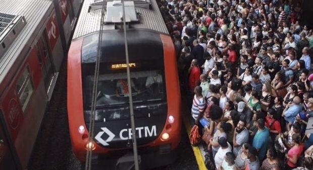 Nesta manhã, os trens estavam circulando com intervalos maiores entre as estações Celso Daniel-Santo André e São Caetano do Sul
