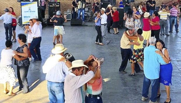 """A Sectur selecionará por meio deste concurso, bandas/grupos/duplas musicais de estilo """"baileiro"""", residentes em Campo Grande, para se apresentarem no Projeto """"Bailes CCI – 2018"""", a se realizar mensalmente, a partir de abril"""