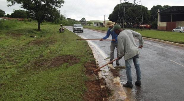 Após as chuvas, reeducandos dos regimes semiaberto e aberto trabalham na limpeza e conservação dos municípios