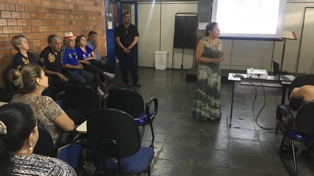 """A diretora-adjunta da escola """"Danda Nunes"""", Aletéia Batistella, conta que já havia participado de curso semelhante, mas acredita ser fundamental reforçar a teoria e prática sempre que houver oportunidade"""