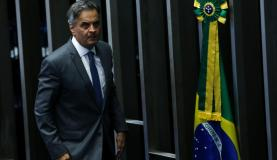 Brasília - O senador Aécio Neves volta ao Senado para reassumir seu mandato. Aécio havia sido afastado por determinação da Primeira Turma do STF, a pedido da PGR (Marcelo Camargo/Agência Brasil)