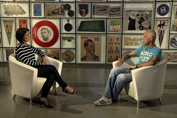 O ex-jogador Ademir da Guia conversa com Roseann Kennedy - Reprodução TV Brasil