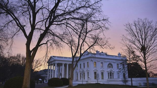 A Casa Branca afirmou nesta segunda-feira, 16, que uma decisão sobre nova sanções econômicas contra a Rússia será feita em breve, mas não prometeu um anúncio hoje, o que era esperado pela embaixadora dos Estados Unidos na ONU, Nikki Haley