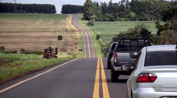 """A atual situação da rodovia estadual é bem diferente da registrada anos atrás, quando o asfalto """"esfarelado"""" e """"rasgado"""" disputava a atenção de motoristas com os buracos"""