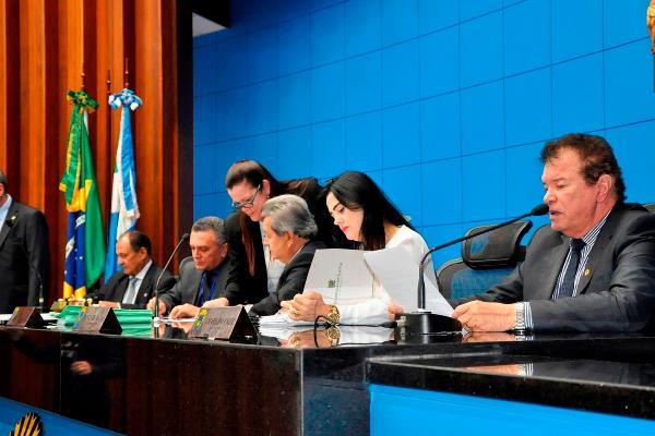 Em segunda discussão, os parlamentares devem votar o PL 194/2017, de autoria da deputada Grazielle Machado (PSD), que institui a Semana Estadual de Incentivo e Colaboração às Instituições Filantrópicas, Assistenciais e/ou Congêneres