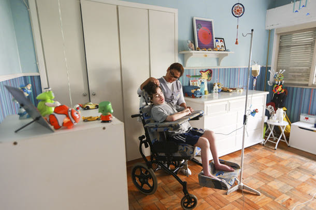 Além de o hospital trazer mais propensão a infecções, Karin diz que traz impactos psicológicos para o filho e a família