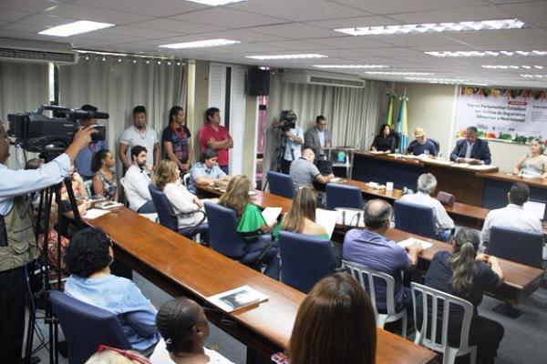 A reunião é realizada no Plenarinho Deputado Nelito Câmara da Assembleia Legislativa