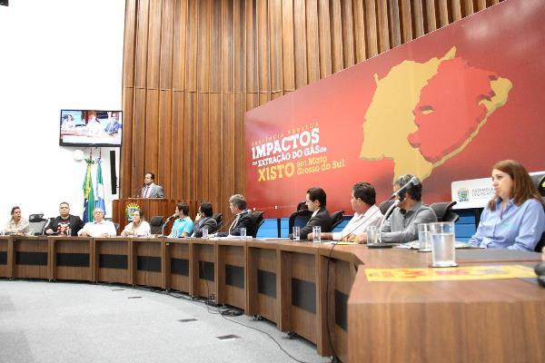 O debate foi realizado no Plenário Deputado Júlio Maia