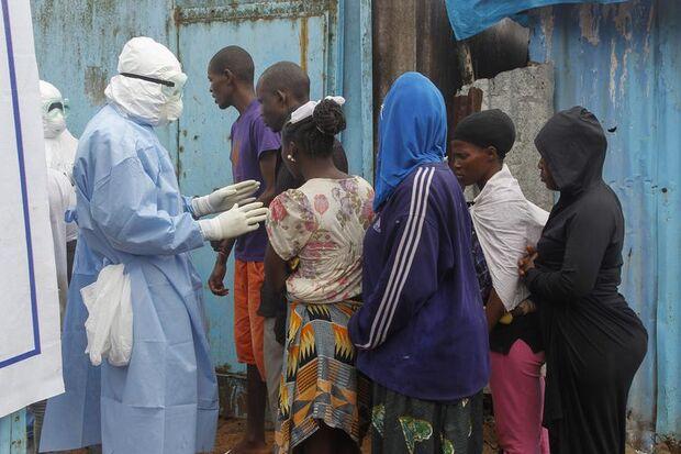 Ebola (Ahmed Jallanzo/EPA/Agência Lusa/ Direitos Reservados)/Ahmed Jallanzo/EPA/Agência Lusa/ Direitos Reservados