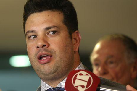 Brasília - Ministro do Esporte, Leonardo Picciani, fala à imprensa após reunião com o presidente do Comitê Organizador dos Jogos Olímpicos e Paralímpicos, Carlos Nuzman, no Palácio do Planalto  (Anton