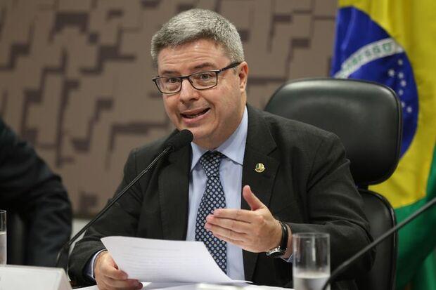 Brasília - Presidente interino da Comissão de Relações Exteriores e Defesa Nacional, senador Antonio Anastasia, durante debate sobre o aumento da insegurança internacional (Fabio Rodrigues Pozzebom/Agência Brasil)/