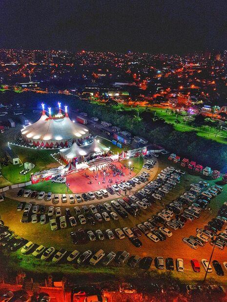 A equipe da Mirage Circus tem mais de 200 anos de tradição, sendo a quinta geração que leva alegria e diversão para todo o mundo
