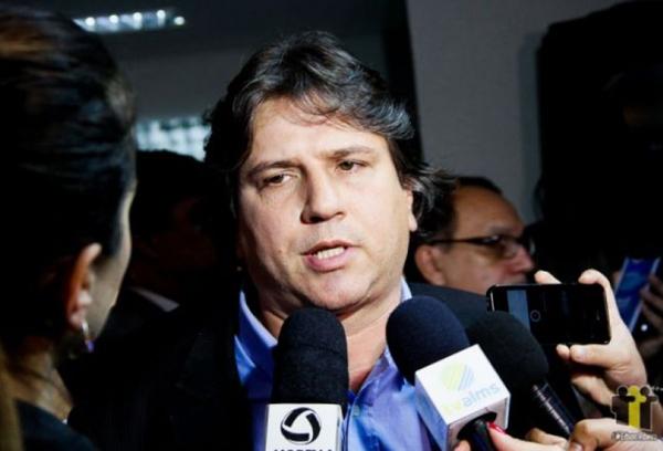 Caravina avalia que se realmente o desejo é promover mudanças estruturantes no País, é preciso começar pela compreensão de refundar a federação no Brasil