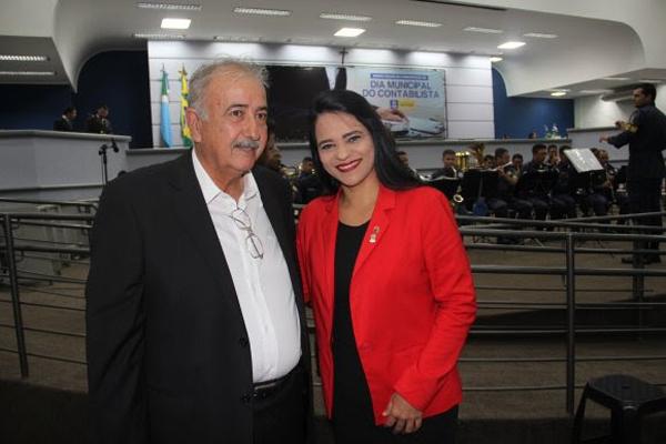 Por proposição da vereadora Dharleng Campos, ocorreu na noite dessa quarta-feira (16), a sessão solene em comemoração ao Dia do Contabilista