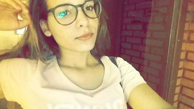 Karina  suicidou-se aos 15 anos de idade, após sofrer bullying na escola em que estudava, por causa do seu cabelo