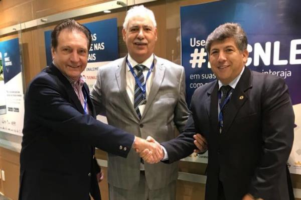 Deputados Ademir Bier (PR), ex-presidente do Parlasul, Ciro Simoni (RS), novo presidente da Unale, e Lídio Lopes