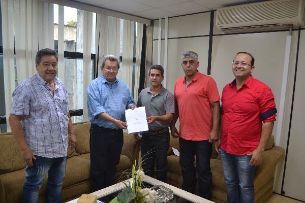 Diretoria do Grêmio Pedro Rufino entrega projeto de recuperação do clube a Onevan