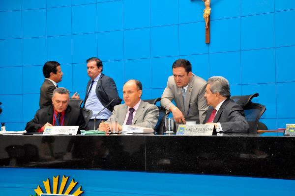 Deputados aprovaram três projetos de lei por unanimidade