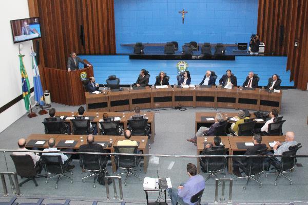 Mara Caseiro comanda audiência pública com corretores de imóveis