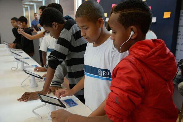 Estudantes participam do Ler - Salão Carioca do Livro, na Biblioteca Parque, no centro do Rio./Tomaz Silva/Agência Brasil