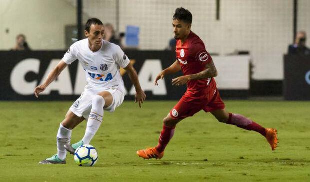 Santos perde para o Inter no Brasileirão.