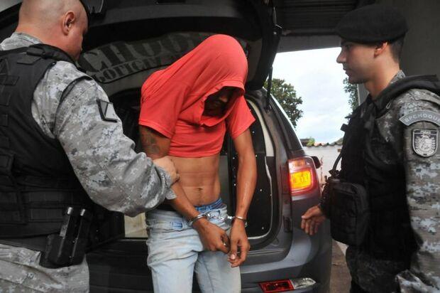 Policiais prendem suspeito em Operação Paiol