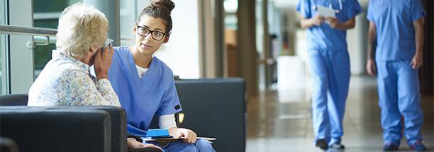 Apesar de reconhecer que a modalidade de EAD facilite o acesso de amplas camadas da população ao ensino superior, as profissões ligadas à saúde precisam atender diretamente ao paciente