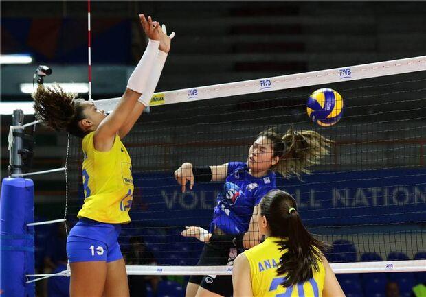 Seleção feminina volta a oscilar no 3º set, mas bate Tailândia na Liga das Nações