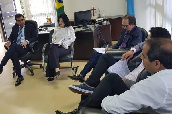 Reunião com o secretário de Saúde e autoridades de Itaquiraí